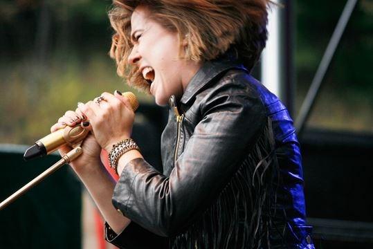 girl singing in huntsville
