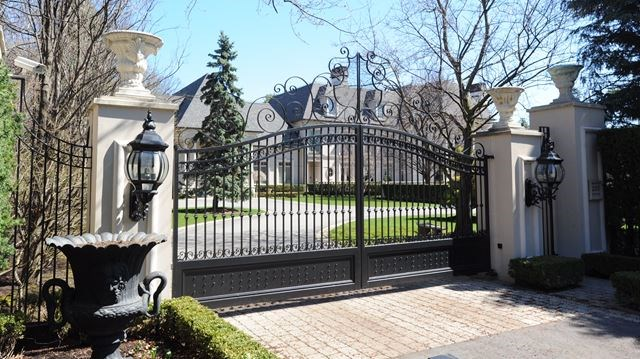 New list points to 10 most expensive homes for sale in for Modern homes mississauga