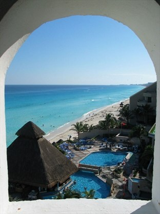 From Cancun to Los Cabos, tourists scared off Mexico's