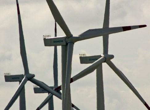 Siemens to make turbine blades for offshore wind farm