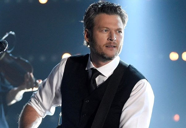 Kelly Clarkson: Blake Shelton is 'the inappropriate brother