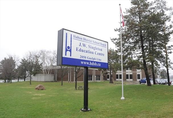 'In danger': Halton teachers concerned about COVID-19 public health order at Oakville school