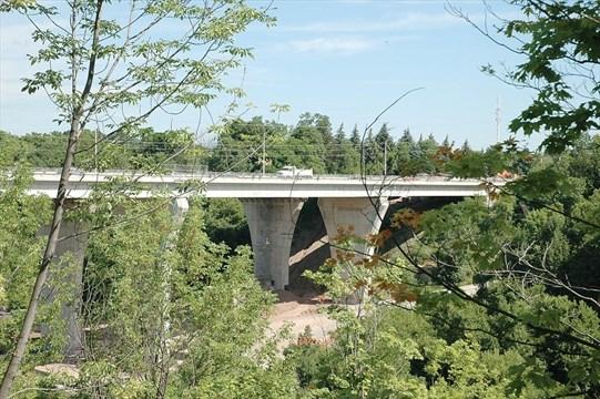 how beam bridges work