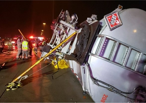 UPDATED: Tanker spills 23,000 litres of fuel on Hwy  401 Mississauga