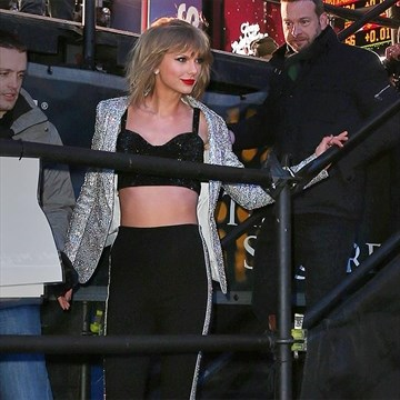 Taylor Swift is writing songs with Calvin Harris   TheRecord com