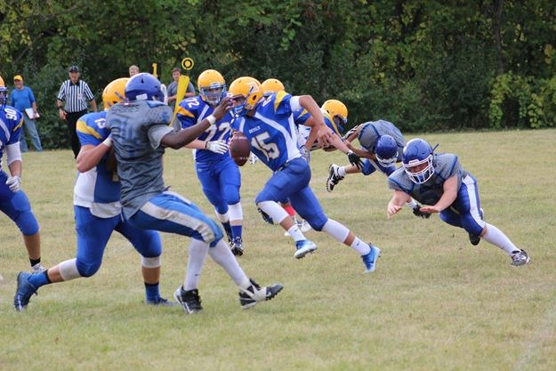 Blue Devils use ground attack to beat Sabres